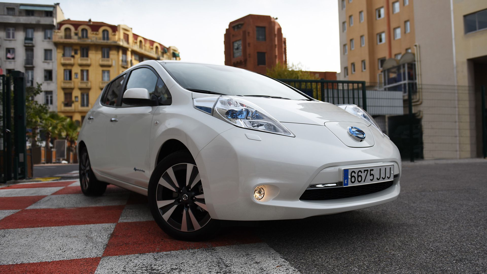 Nissan Leaf Travels 900km (559 Miles) On Single Charge