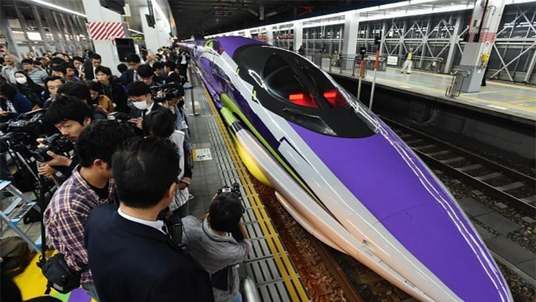 Photo : Evangelion bullet train gets fans' hearts racing