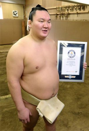 Guinness World Records gives Hakuho perfect end-of-year present