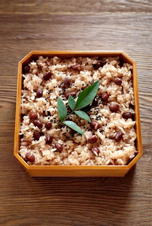 Making red rice beloved by children for festive occasions