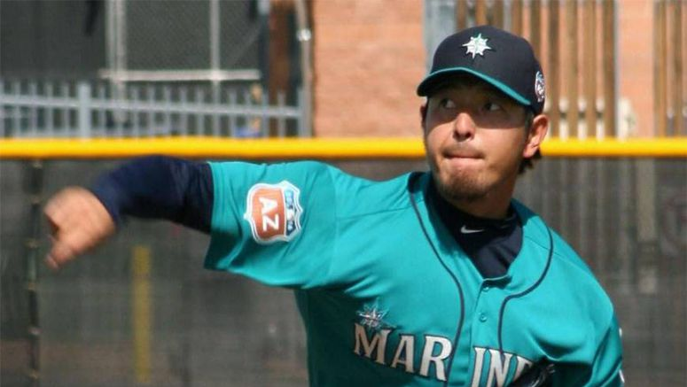 Iwakuma, Aoki display easy rapport in Mariners camp