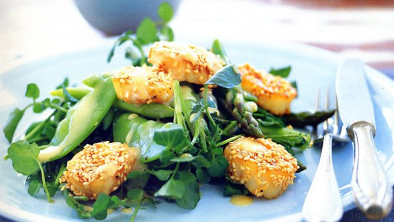 Scallop salad with miso dressing