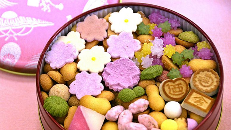 Kikunoya marks arrival of spring with old-style confectionery