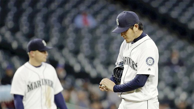 Iwakuma roughed up as Astros roll