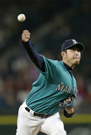 MLB: Iwakuma gives up 3 homers but picks up win against Rangers
