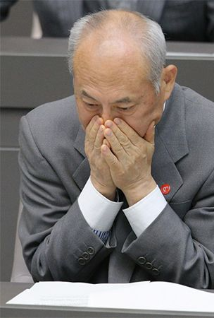 Tokyo Gov. Masuzoe rapped at metro assembly over money scandal
