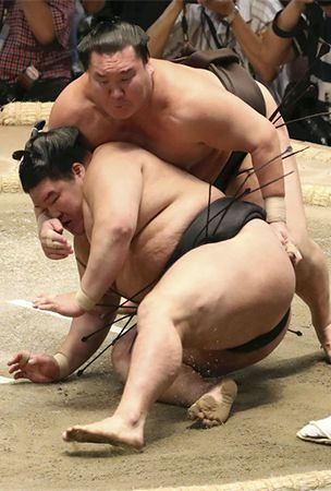 Injured Hakuho to miss tourney