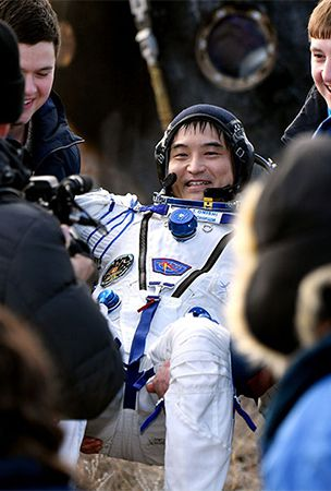 Astronaut Onishi comes back down to Earth after 4 months in orbit