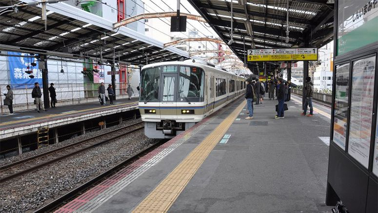 Man arrested for allegedly pushing woman off train platform in Osaka
