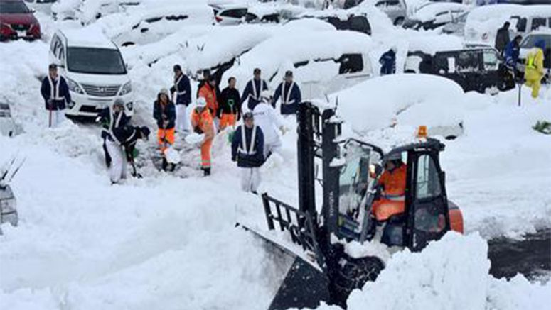 Heavy snowfall continues along Sea of Japan