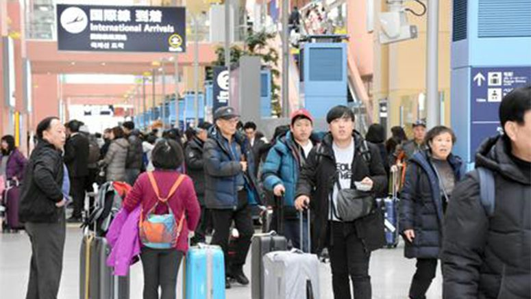 Holidaymakers arrive in Japan for Chinese New Year holidays