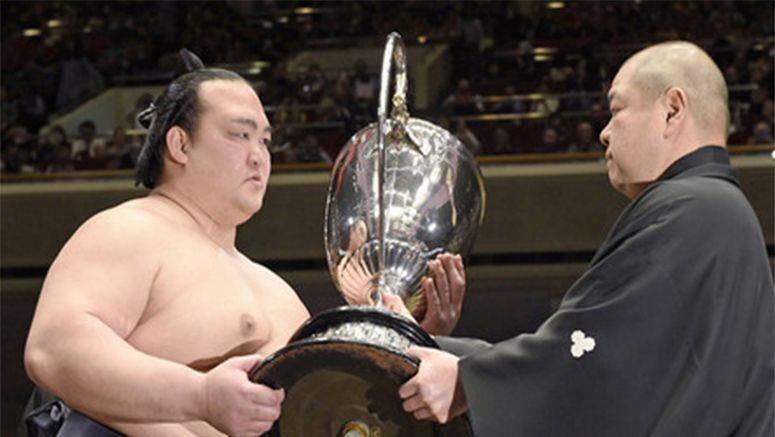 Sumo: New Year champ Kisenosato beats Hakuho, set for yokozuna