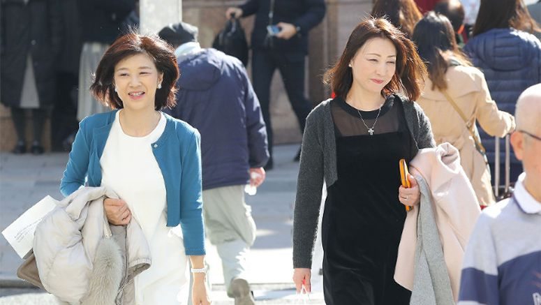 Tokyo basks in unusually warm winter weather