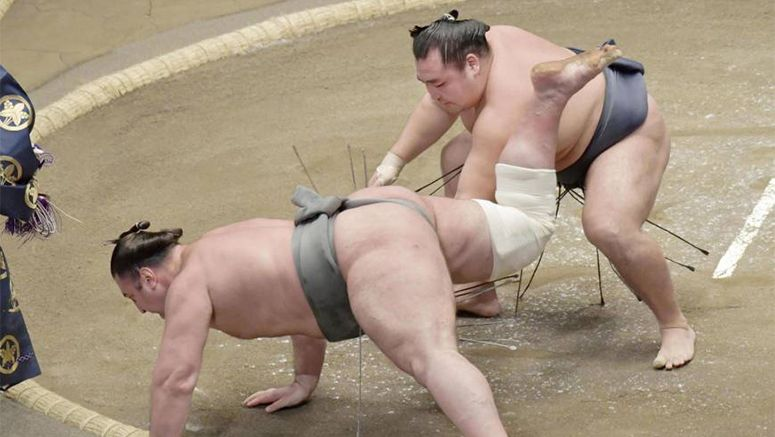 Sumo: Mongolian yokozuna off to winning start at New Year tourney