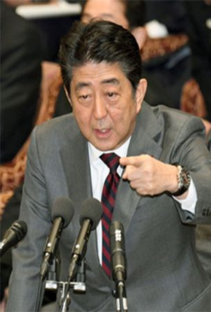 Abe calls making preschoolers cheer him at sports meet improper