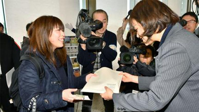 Hiroshima A-bomb museum draws record visitors in FY 2016
