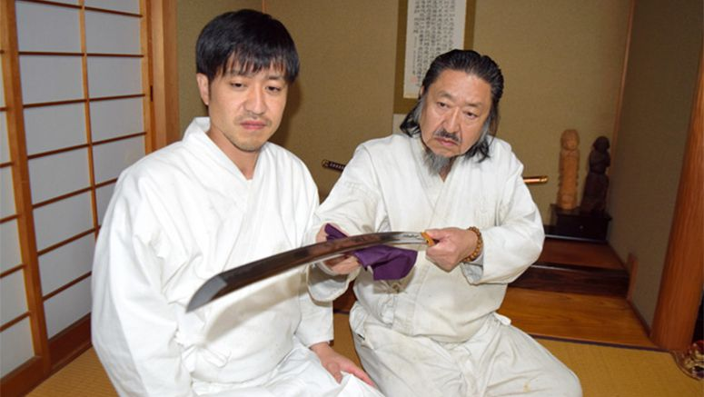 Swordsmith unveils new blade for sumo star Kisenosato