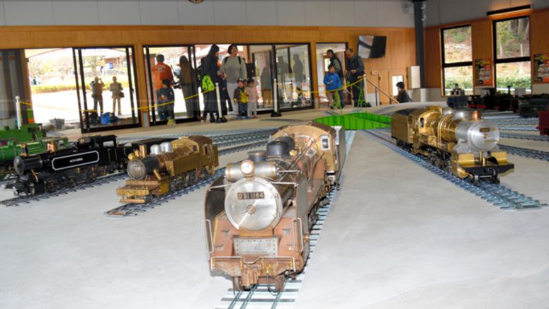 Miniature trains available for demonstration rides in Tottori