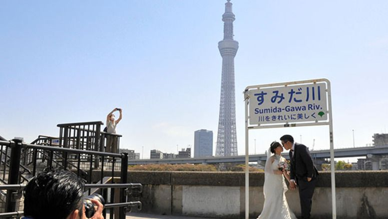 Japan all the rage in Asian craze for snaps before nuptials