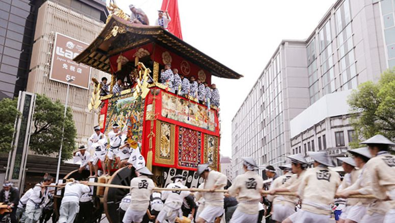 Kyoto police pull out stops to help tourists during Gion Festival