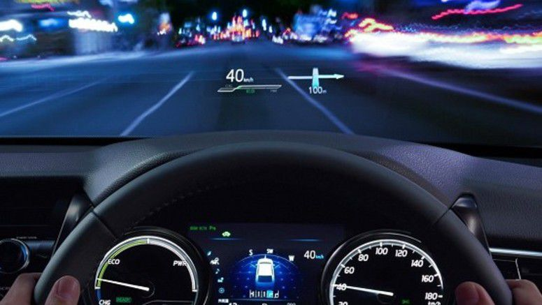 Toyota Camry's HUD Shows 10-inch Video 2.5m Away From Driver