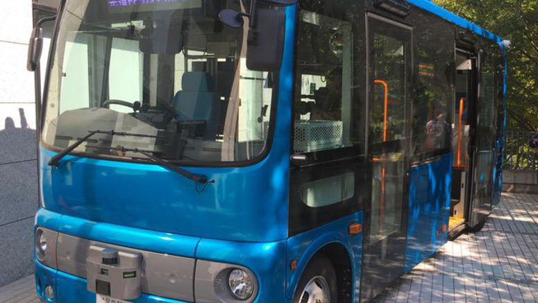 Self-driving buses on road to practical use in Okinawa trial