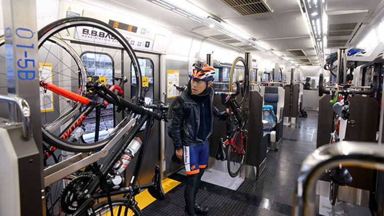 Train for cyclists starts weekend runs between Tokyo and Chiba