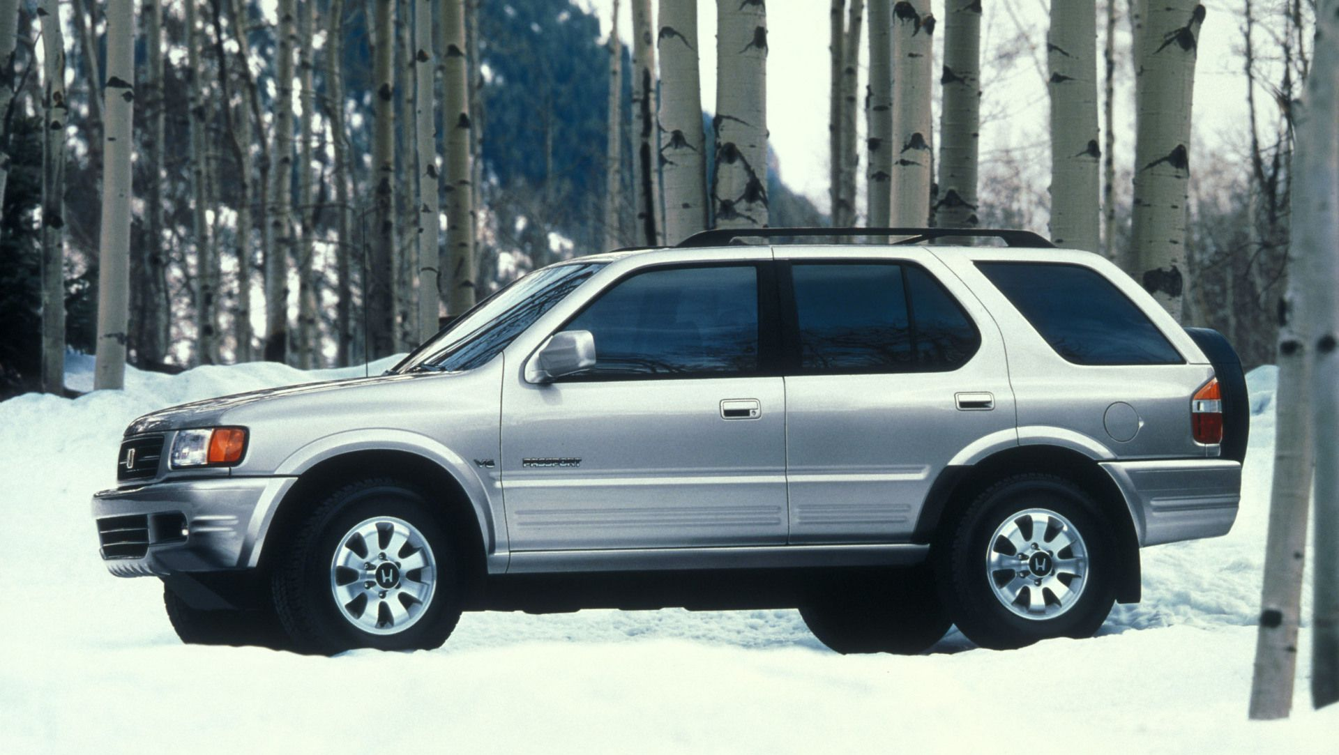 The Honda Passport Japanese ホンダパスポート Honda Pasupōto is a line of sport utility vehicle SUV from the Japanese manufacturer Honda