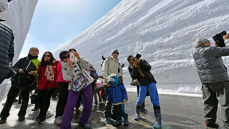 Only one way in at snow corridor along Tateyama alpine range
