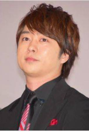 Sakurai Sho rides the train to attend a stage greeting
