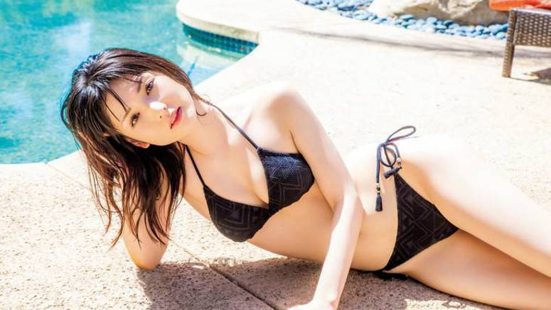 Michishige Sayumi to release a new photo book on her 29th birthday