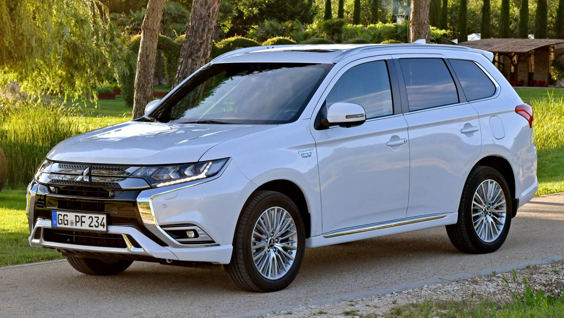 2019 mitsubishi outlander phev has more power and range auto moto japan bullet. Black Bedroom Furniture Sets. Home Design Ideas