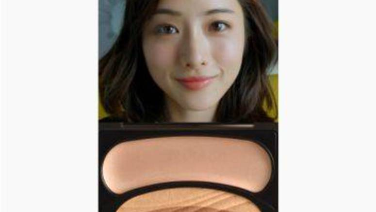 Ishihara Satomi challenges herself to wearing makeup in 10 seconds