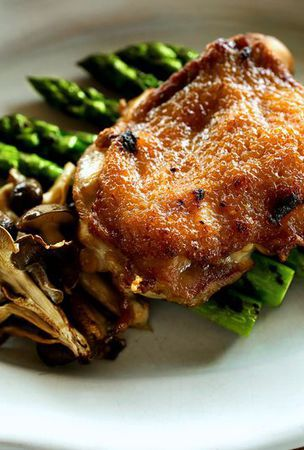 Chicken thigh broiled with Shinshu miso-based sauce
