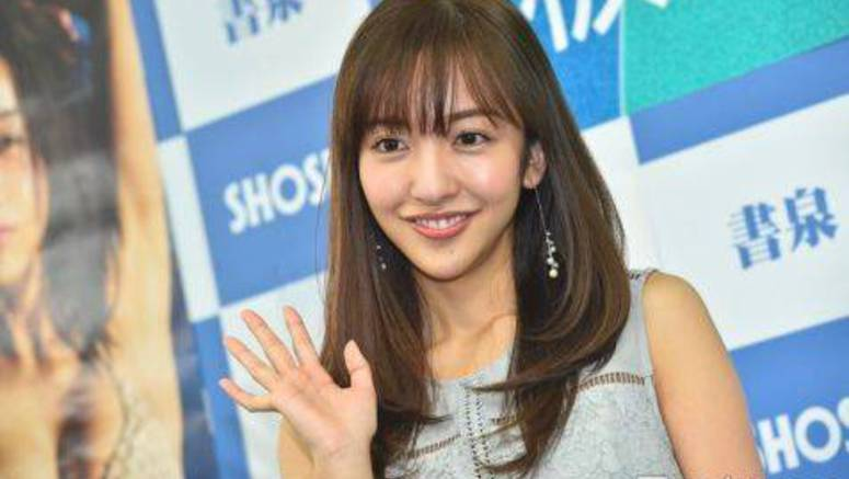Itano Tomomi rumored to be dating a fashion designer
