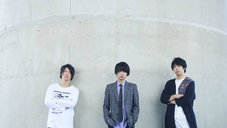 UNISON SQUARE GARDEN perform under the blue skies in PV for 'Catch up, latency'