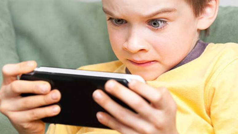 Japan Blames Mobile Games For Destroying The Eyesight Of Students