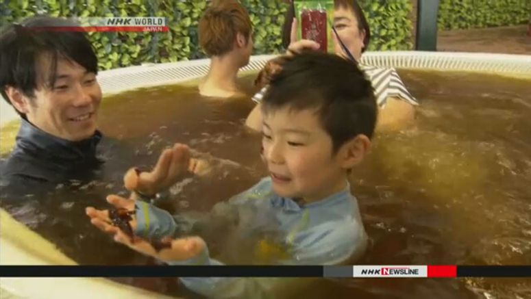 Tourists bathe in chocolate at Hakone spa
