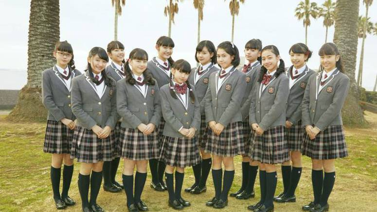Watch Sakura Gakuin's short PV for 'Carry on'
