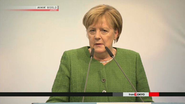 Merkel takes questions from students in Japan