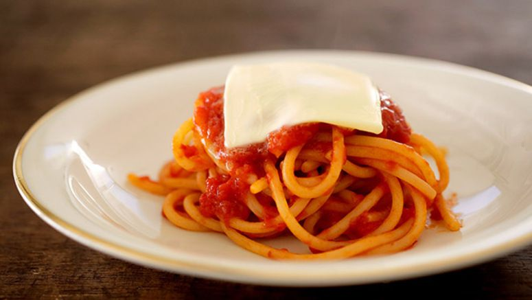 Milan pasta with tomato sauce has a simple but profound flavor