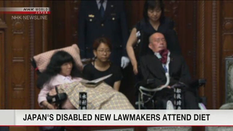 New lawmakers in large wheelchairs attend Diet