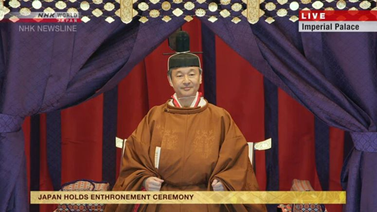 Emperor proclaims enthronement in a ceremony
