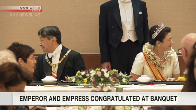 Guests enjoy Japanese cuisine in court banquet