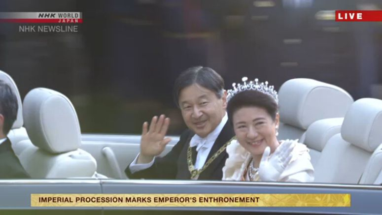 Imperial couple parades through central Tokyo