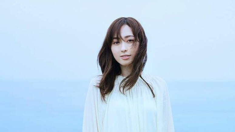 Fukuhara Haruka is blown by the wind in new PV