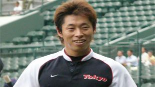 Tanaka's clutch hit helps Yakult