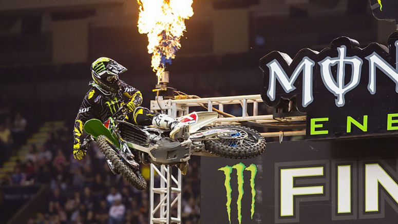 VIDEO : Forever Legendary: Ryan Villopoto and the Kawasaki KX450F, Three-Time Supercross Champions