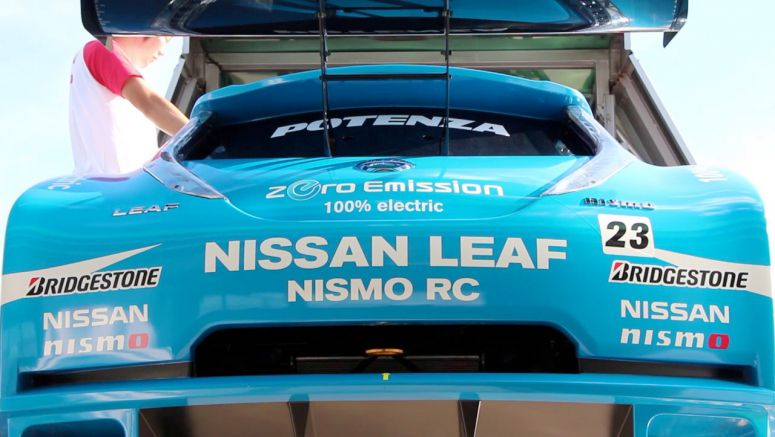 VIDEO : Nissan LEAF Nismo RC Goes Racing in Sugo