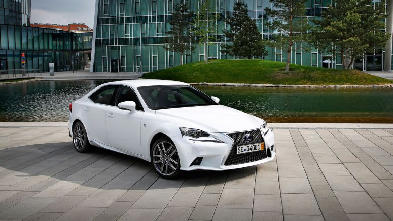 PHOTO : Lexus IS 300h F SPORT Gallery
